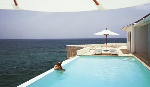 """""""Usted tiene la ambición de tener las mejores vistas al mar. Nosotros, la hipoteca para conseguirlo"""""""