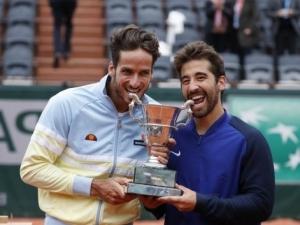 Los López se coronan en Roland Garros antes los Bryan