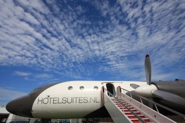 Honecker: Un original hotel-avión de lujo en una pista de aterrizaje de Holanda