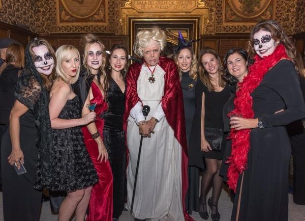 El Conde Drácula abre las puertas de su mansión para celebrar un Halloween de Lujo