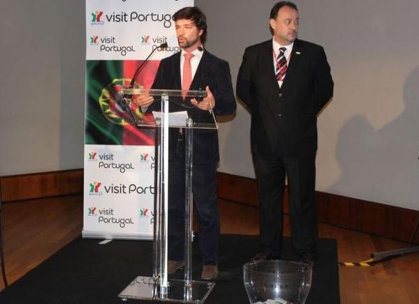 El Consul de Portugal durante el discurso de presentación y Workshop de Turismo de Portugal en la Casa Batlló de Barcelona