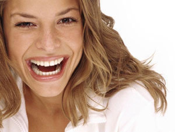 Alimentos que blanquean los dientes de manera natural. Consejos para la higiene bucal