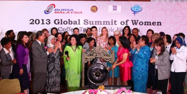 Cumbre Global de Mujeres 2013. Irene Natividad Presidenta y las delegadas de la Cumbre Global de Mujeres 2013 en la Bursa Malaysia Stock Exchange.