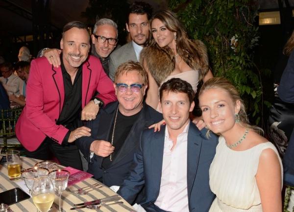 David Furnish, Patrick Cox, David Gandy, Elizabeth Hurley, Elton John, James Blunt y Sofia Wellesley