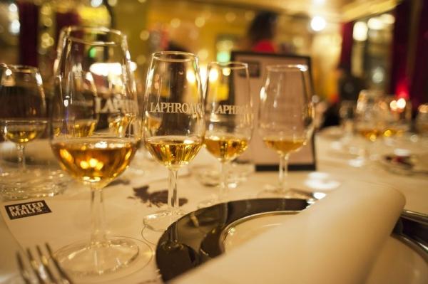 Bar Mut Barcelona presenta los whiskies Peated Malts