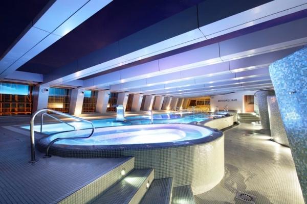 edificio del hotel NH Collection Madrid Eurobuilding (Calle Padre Damián, 23)