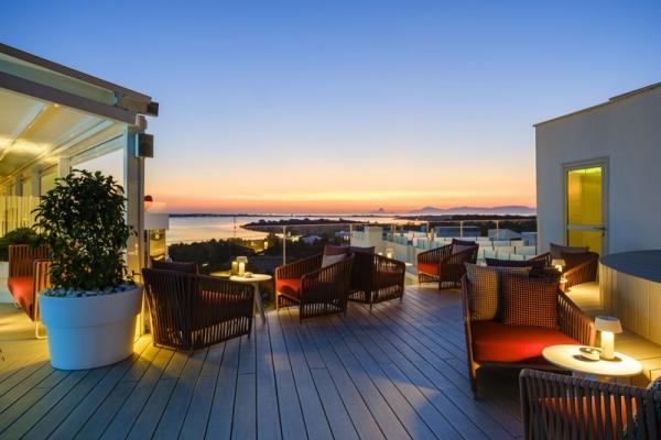 Disfruta del mejor atardecer del mediterráneo en la terraza del Hotel Five Flowers Hotel & Spa Formentera