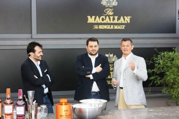 Hector Henche, Oriol Aguilà y Francisco Hernández presentan en la terraza del Hotel Alma los nuevos cocktails que se serviran en el Festival de Perelada.