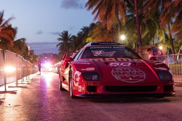 La Gumball 3000 de 2014 pasa por Barcelona y termina en Ibiza
