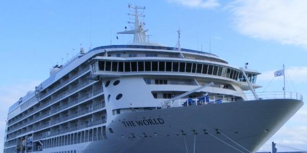 """El Crucero """"The World"""", el barco residencia de los millonarios"""