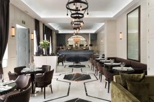 El nuevo bar de Es Vive Hotel en Ibiza diseñado por el Ingles Sean Cochrane