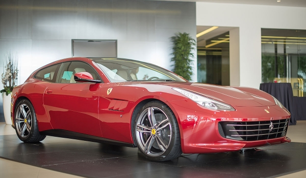 Cars Gallery presenta el nuevo Ferrari GTC4LUSSO