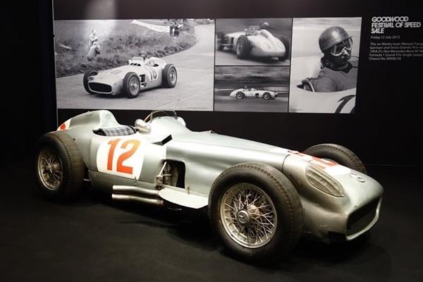 Subastado el Mercedes W196R de Fangio, el monoplaza de Fórmula 1 más caro de la historia