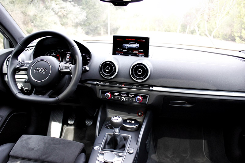 interior Audi A3 Sedan 2.0 TDI - Fotografia: www.luxury360.es
