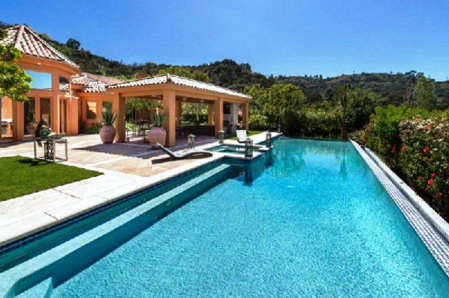 Piscina de la mansion de Bruno Mars