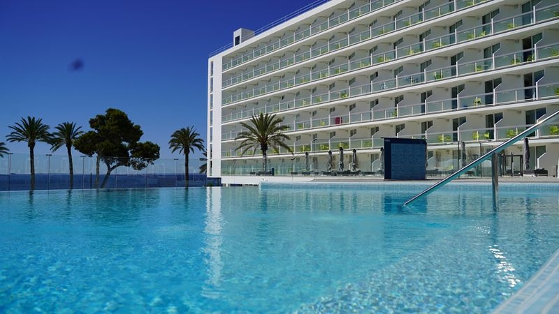 The Ibiza Twiins, Playa d´en Bossa estrena hotel
